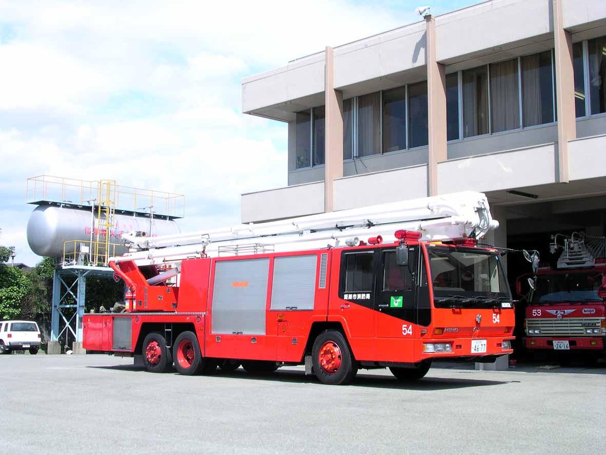 消防自動車へ戻る HOMEへ戻る  屈折放水塔付消防ポンプ自動車(大型高所放水車)