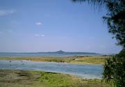 備瀬崎のポイント。奥に見えるのが伊江島