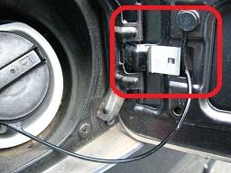 ツメ(突起)に対して車輌外側(画像右側)にあることに要注意