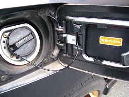 燃料キャップのストリングを良く観察すると・・・