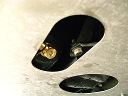 アンダーガードの楕円状の開口部がドレン部