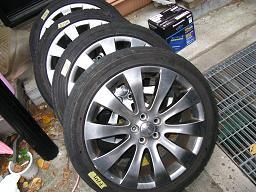 車輌から取り外したライン装着純正タイヤ