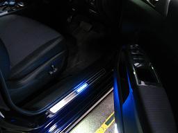 夜間、LEDが光っている様子を同じアングルで撮影