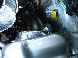 遮熱カバーを「延長ひさし」状に成型した部分