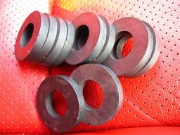 円筒形のマグネット(スバル純正品)を10個、用意