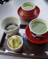抹茶アイスと胡麻白玉