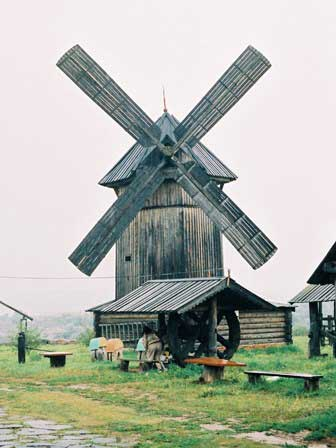 Tolvuya, windmill (photo)