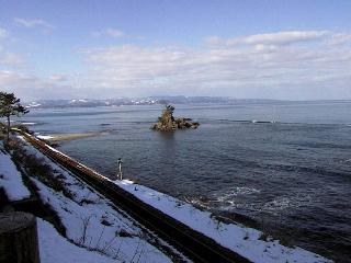 氷見線と雨晴海岸