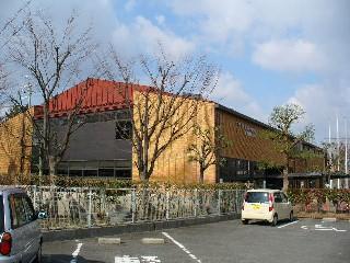 富田林市立金剛図書館全景 2006 ...